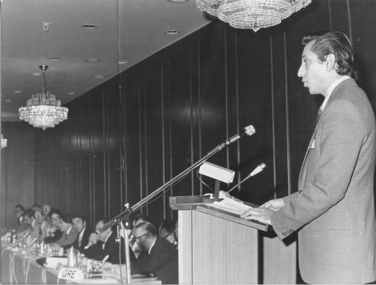 1976 (3) '76 Olimpiyatları sonrasında İstanbul'da yapılan Avrupa Milli Olimpiyat Komiteleri toplantısında TMOK sporcusu olarak yaptığım konuşmadan.